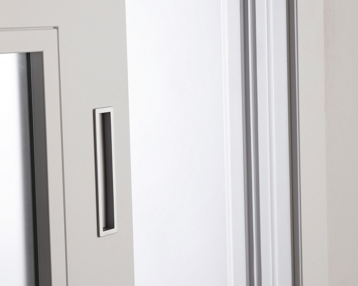 Particolare della porta Strip 4R in vetro